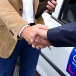 Expert et client se serre la main